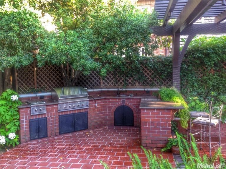 Traditional Patio With Outdoor Kitchen Exterior Terracotta Tile Floors In Sacramento Ca