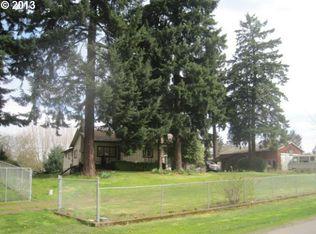 4609 NE Simpson St , Portland OR