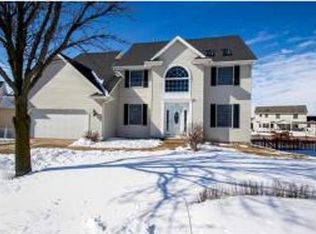 204 Fairway Cir , Eldridge IA