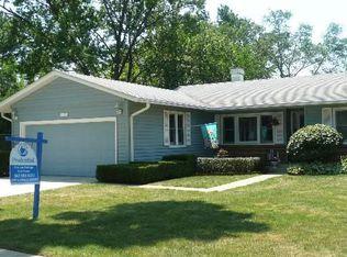 113 Essex Rd , Elk Grove Village IL