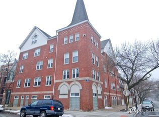 3252 N Kenmore Ave Apt 205, Chicago IL