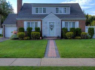 835 Goodrich St , Uniondale NY