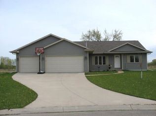 889 McKinley Ave , Omro WI