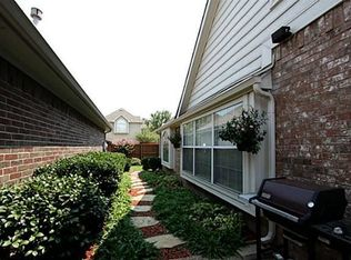 400 Moss Hill Rd , Irving TX