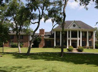 650 Oak Dr , Friendswood TX