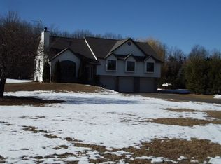 S3627 Pine Knoll Dr , Baraboo WI