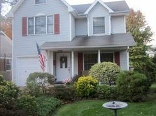 17 Coolidge Ave , Roslyn Heights NY