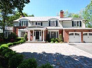 28 Country Club Dr , Port Washington NY