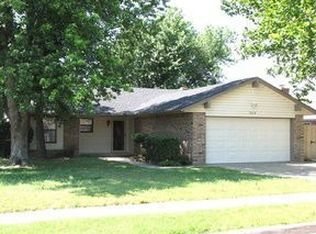 1208 NW 7th Pl , Moore OK
