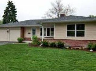 61 Avon Rd , Elk Grove Village IL