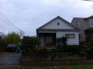 1532 SE Sherrett St , Portland OR