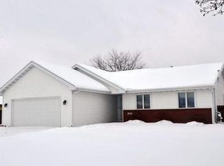 611 N Wuthering Hills Dr , Janesville WI