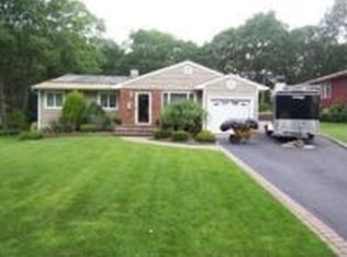 19 Country Lane Dr , Kings Park NY