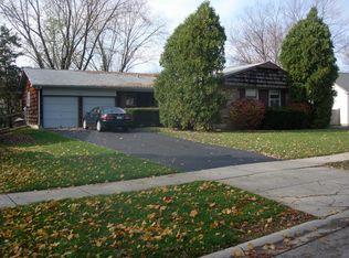 541 Castlewood Ln , Buffalo Grove IL