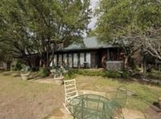 916 Lauder Dr , Briarcliff TX