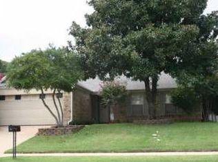 4208 Oldfield Dr , Arlington TX