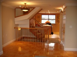 357 Commercial St Apt 811, Boston MA