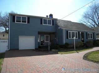 8 Baltic Pl , Amity Harbor NY