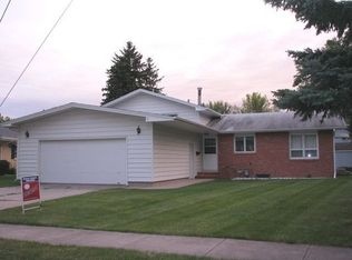 2807 Edgewood Dr N , Fargo ND