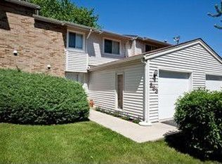 593 Eric Way , Bolingbrook IL