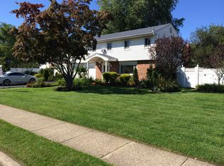 15 Chelmsford Dr , Wheatley Heights NY