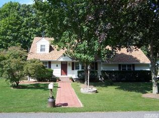2 Southwood Dr , Miller Place NY