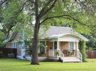 521 Bois Darc St , Lockhart TX