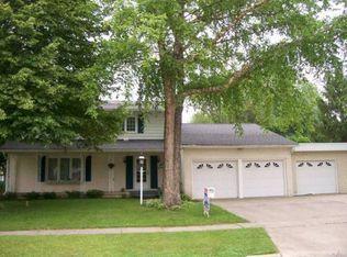 114 Brentwood Dr, Cedar Falls, IA 50613 | Zillow