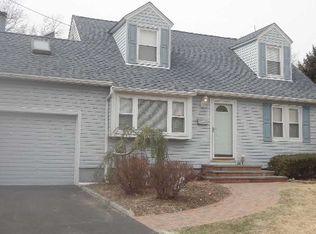 268 Schoenfeld Blvd , Patchogue NY