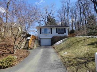 257 Lakeshore Dr , Rensselaer NY