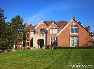 5835 Murfield Dr , Rochester MI