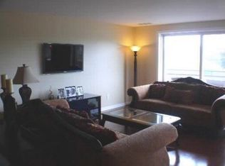 7201 N Lincoln Ave Apt 311, Lincolnwood IL