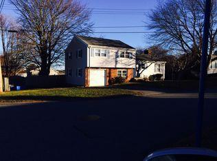 77 Everett St , Middletown RI