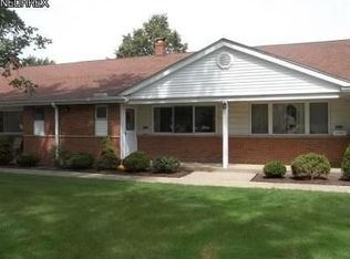 25300 Country Club Blvd Apt 9, North Olmsted OH