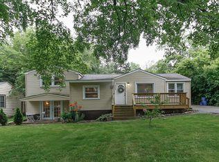 504 E Oak St , Lake In the Hills IL