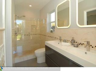 Contemporary Full Bathroom With High Ceiling By Bobrobftl Zillow Digs Zillow