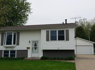 1711 Carriage Hill Dr Waterloo IA 50701