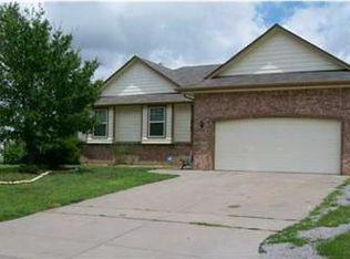 2762 N Meadow Oaks Ct , Wichita KS
