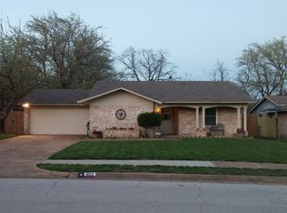 802 Fayette Dr , Euless TX