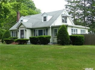 363 Old Country Rd , Eastport NY