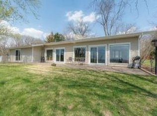 2049 Mississippi View Dr , Muscatine IA