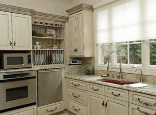 Cottage Kitchen With Complex Granite Counters Amp L Shaped