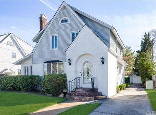 457 Windsor Pl , Oceanside NY