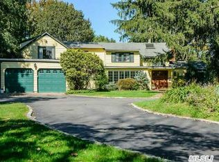 429 Round Hill Rd , Roslyn Heights NY