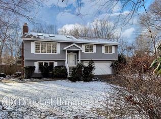 25 Cliff Rd W , Wading River NY