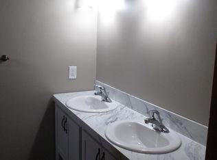 S Charles St Belleville IL Zillow - Bathroom remodeling belleville il