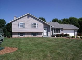 N103W17294 Woodbridge Ct , Germantown WI