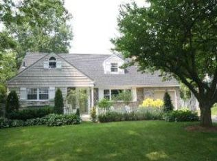7 Colonial Rd , Port Washington NY