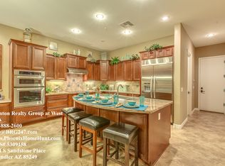 Traditional Kitchen With Breakfast Bar Amp Limestone Tile In
