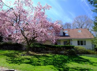 10 Paxford Ln , Scarsdale NY